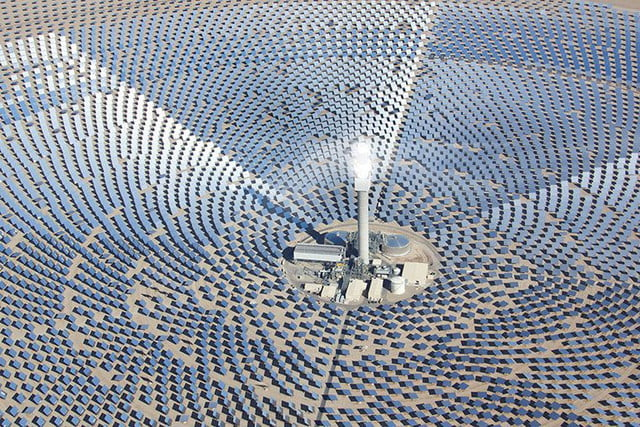 peek inside nevada solar plant 247 power molten salt 110 mw crescent dunes energy is the first utility scale facility in worl