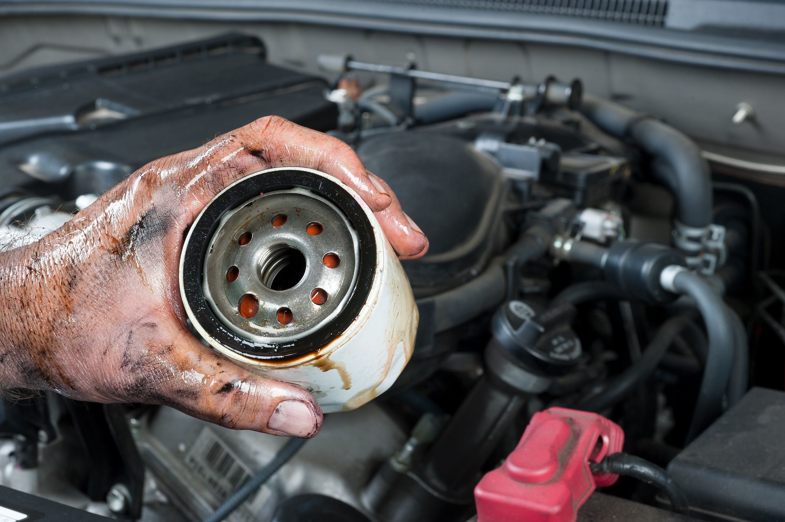 How To Change The Oil In Your Car Digital Trends 2002 Jaguar Fuel Filter Location