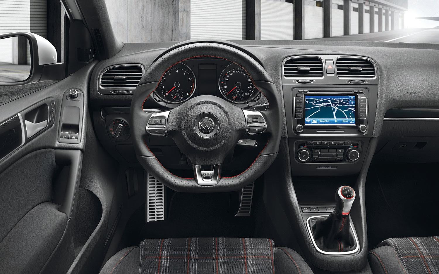 2014 vs 2015 volkswagen golf gti digital trends. Black Bedroom Furniture Sets. Home Design Ideas