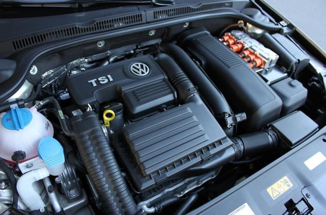 2013 volkswagen jetta hybrid sel tech one pioint four litre sixteen valve cylinder turbocharged engine 800x600