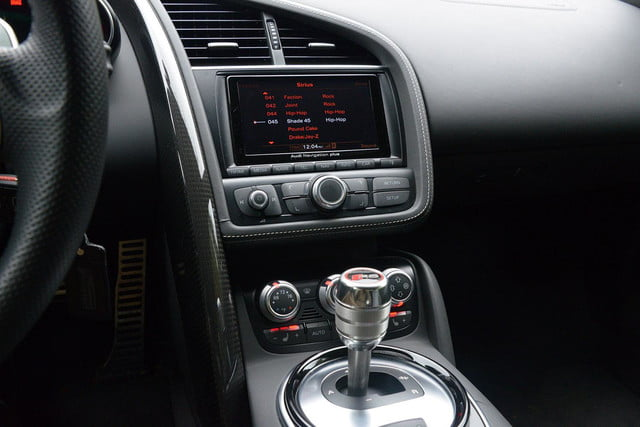2014 Audi R8 V10 entertainment