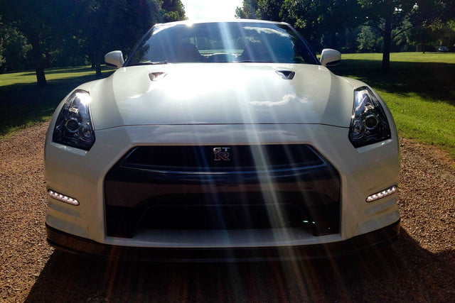 2014 Nissan GT R front