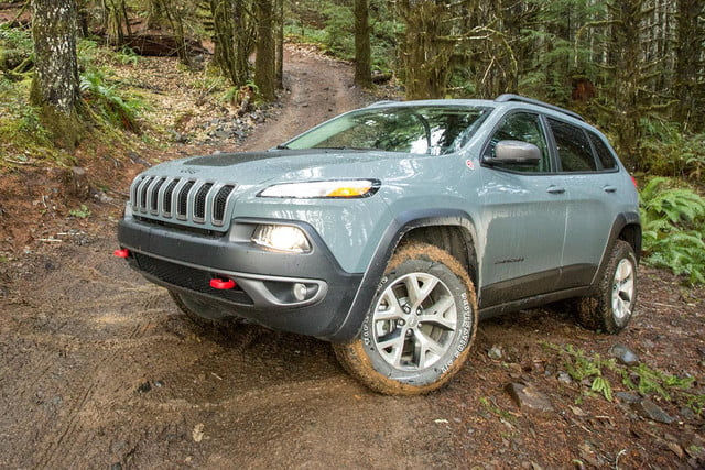 2015 Jeep Cherokee Trailhawk front angle 2