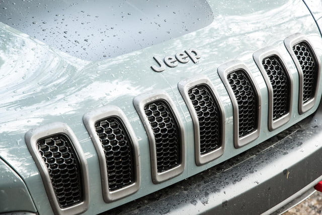 2015 Jeep Cherokee Trailhawk front grill