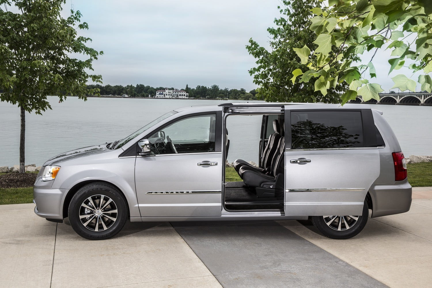 city chrysler pine motors pa tree town and revo ephrata touring country van in