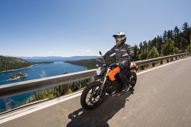 zero motorcycles introduces new models 2016 ds action 05 4800x3200 press