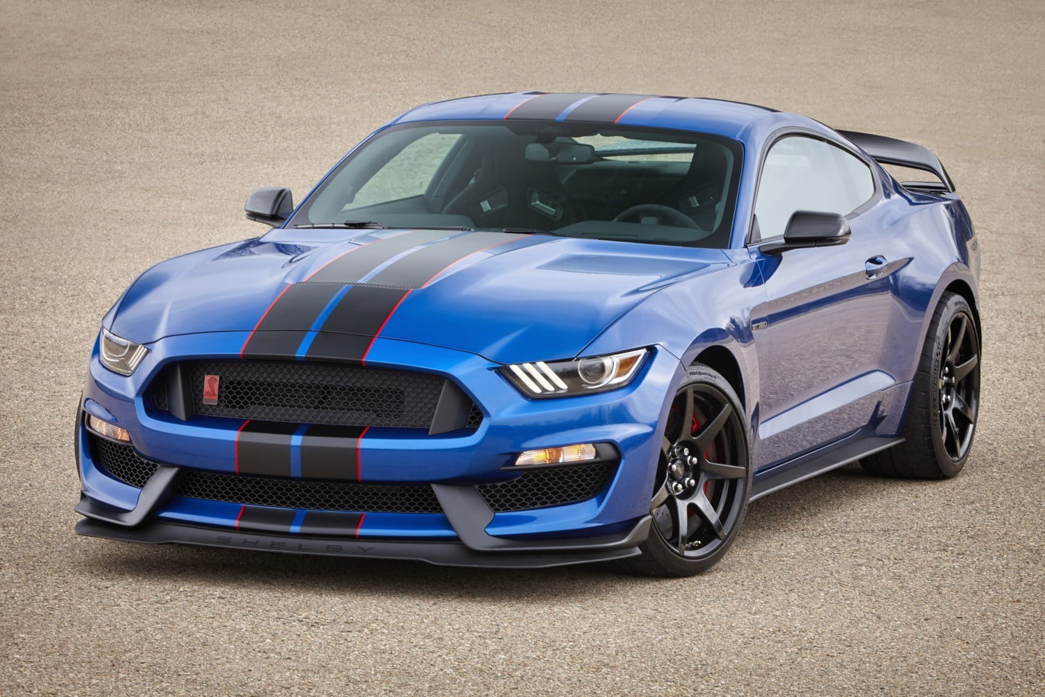 Ford GT 500 Mustang: Characteristics and a Review of Generations