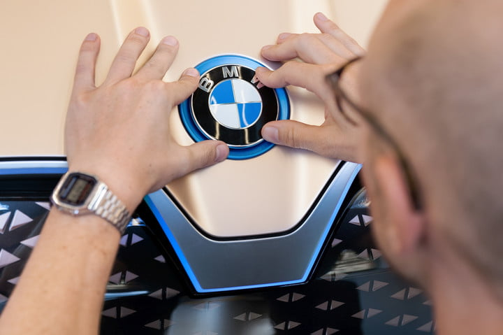 bmw vision inext concept teasers 2018  1