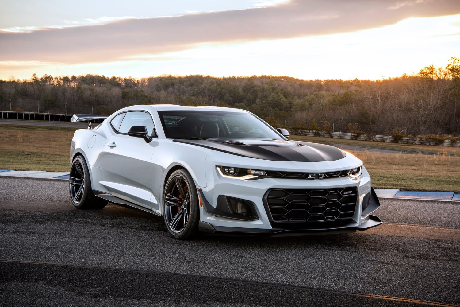 Camaro chevy camaro ss mpg : Chevy does the impossible by making the Camaro ZL1 even more extreme