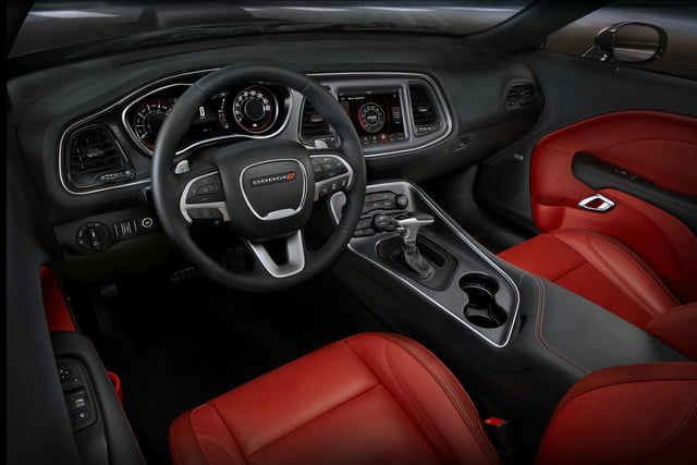 2018 Dodge Challenger SXT Plus interior