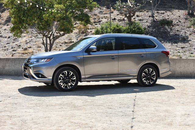 2018 Mitsubishi Outlander Phev First Drive Review Front Left Angle