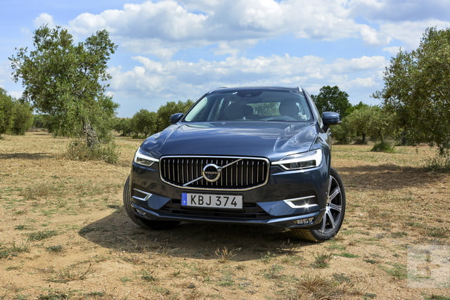 Front slightly-angled view of the 2018 Volvo XC60.