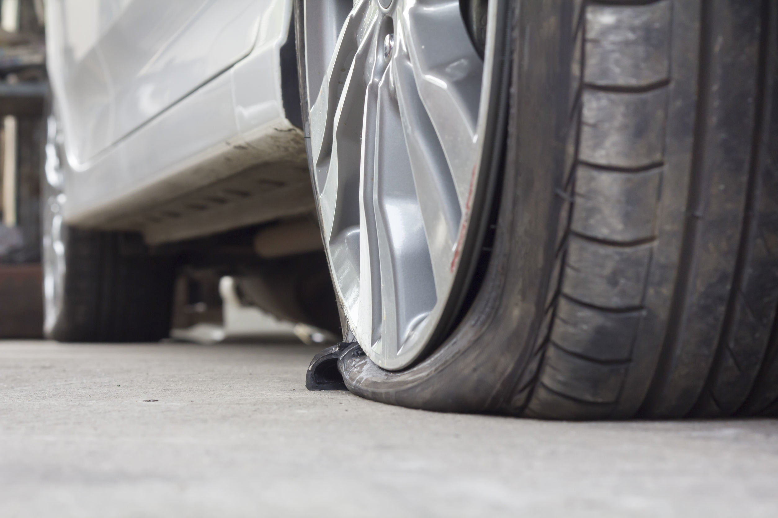 Buick LaCrosse: Using the Tire Sealant and Compressor Kit to Temporarily Seal and Inflate a Punctured Tire