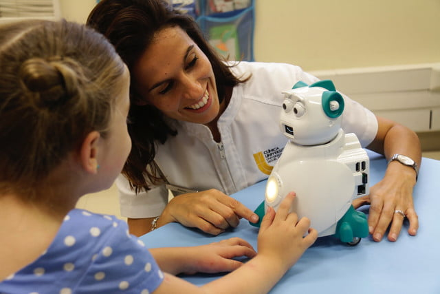 robot could help kids with autism mg 1029 copia