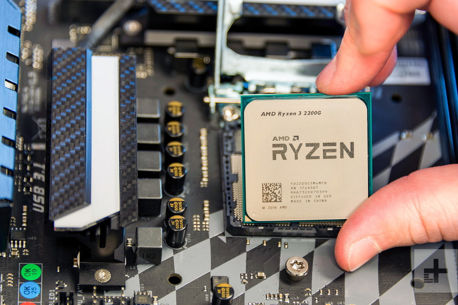 AMD Ryzen 5 2400G & Ryzen 3 2200G Review fingers motherboard