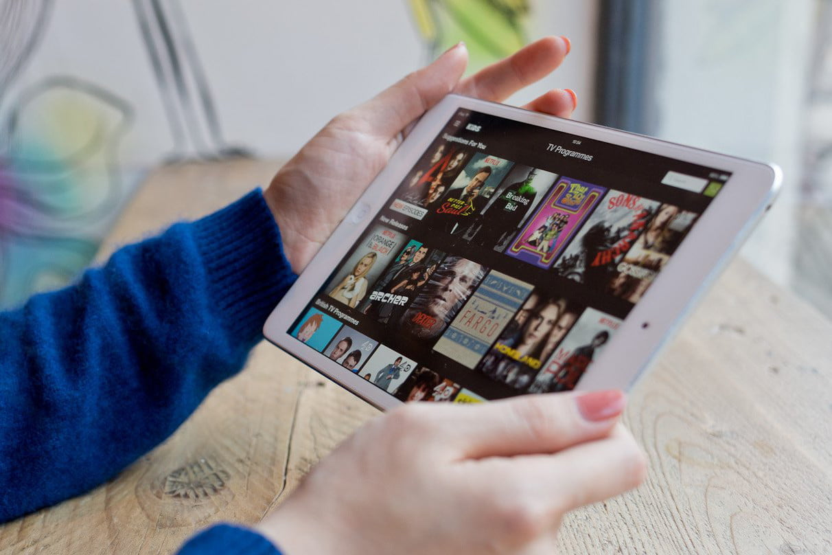 How to watch movies offline without internet on your iphone or ipad.