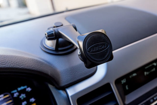 arkon automotive phone and tablet mounts hands on review mag179 magnetic sticky suction moun