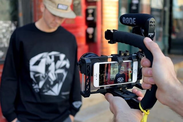 beastgrip pro rig turns regular smartphones into an interchangeable lens camera 1