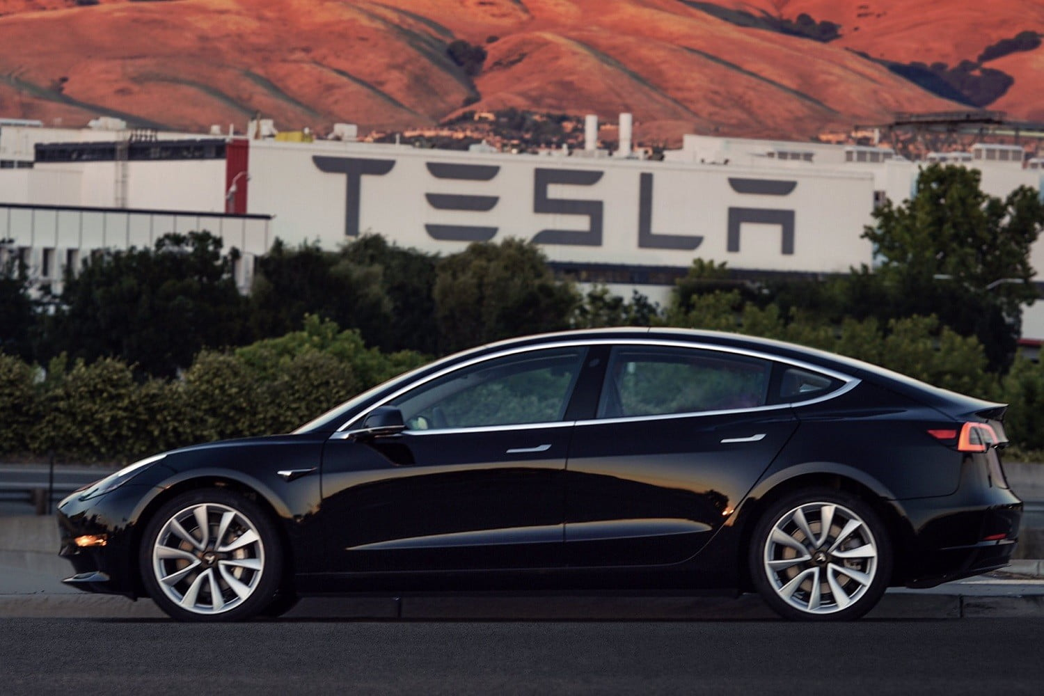 Tesla Model 3 Electric Car Price Reduced Again This Time By 1 100