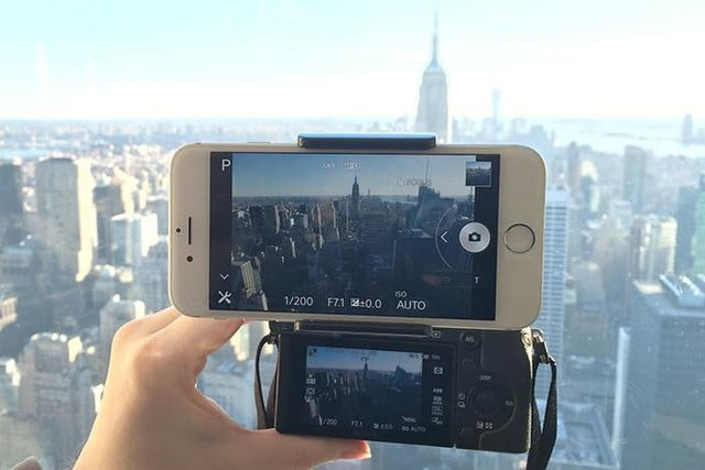 Camlet Mount Attaches Android and iOS Devices to Cameras | Digital
