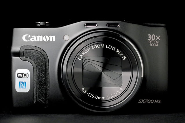 Canon PowerShot SX700 front closed