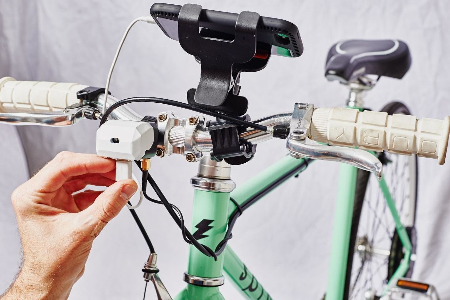 cydekick easy install bike generator replaces dynamo hubs digitalbetter than a dynamo hub, cydekick charges your phone as you pedal, or anything with usb