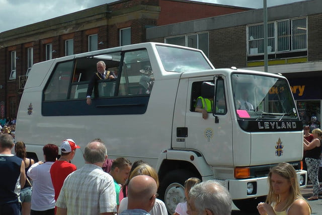 10 sweet popemobiles that will make you wish held the keys of heaven 1982 leyland popemobile 5