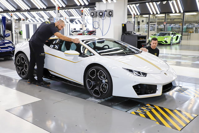 lamborghini gifts huracn lp580 2 to pope francis for charity 2017  digitaltrends gets a huracan 3