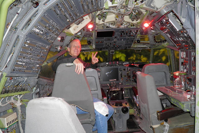 bruce campbell lives inside a boeing 727 airplane airplanehome 002
