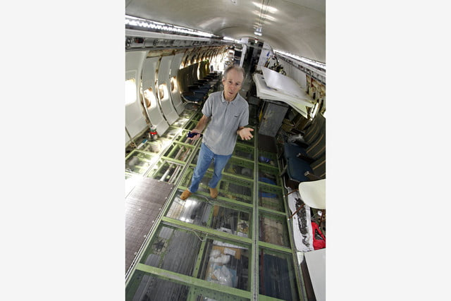 bruce campbell lives inside a boeing 727 airplane airplanehome 0027