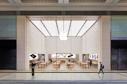apple store abu dhabi 440x292 c - Apple may reopen some of its stores in the first half of April -  ایگر