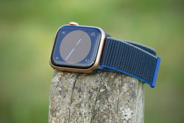 apple watch se review front