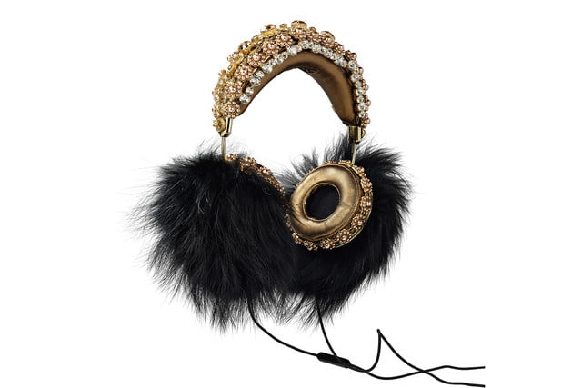 rihanna sells out 9000 dollar dolce gabanna headphones black marble fox hanging