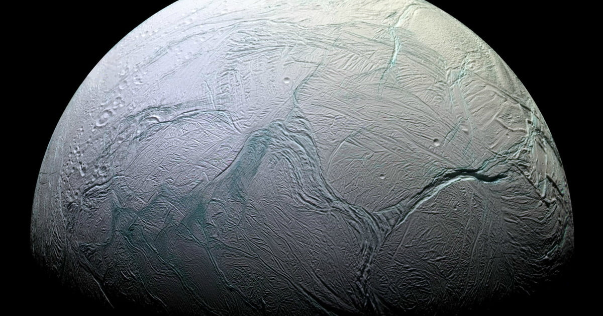 Infrared imaging reveals fresh ice on Saturn's moon Enceladus