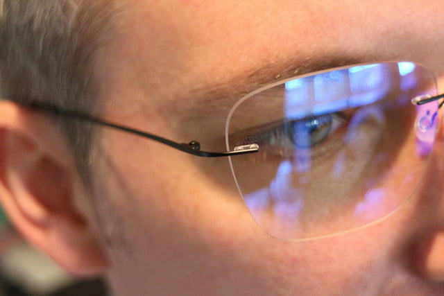 gauss glasses hands on 2