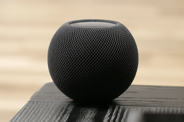 homepod mini on the edge of the table