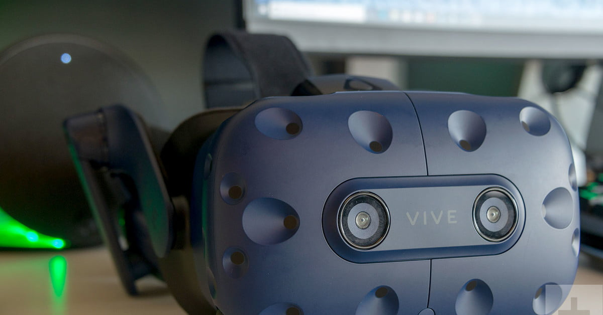 HTC Vive vs  Vive Pro: Battle of the Best VR Headsets