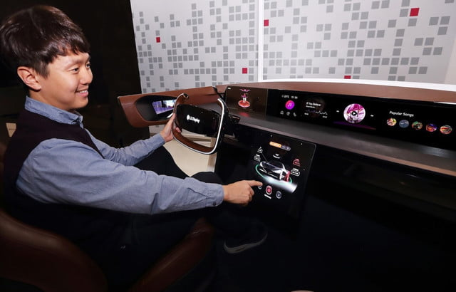 lg rollable oled tv ces 2020 car