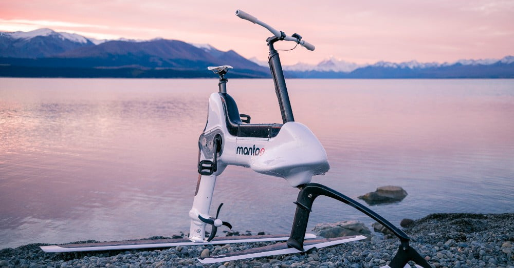 Test riding Manta5: The unholy offspring of a boat, an airplane, and an e-bike