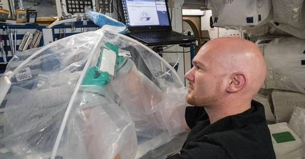 What happens to concrete when you mix it in space? ISS astronauts investigate thumbnail