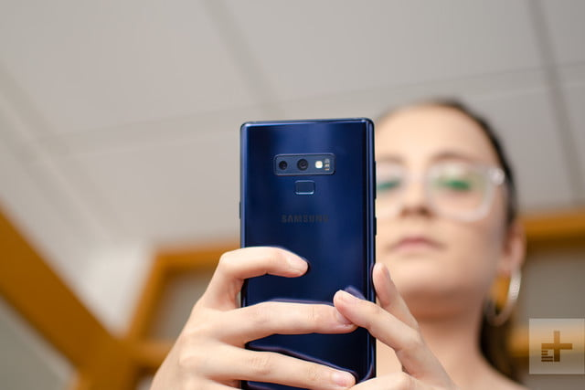 note 9 in hand