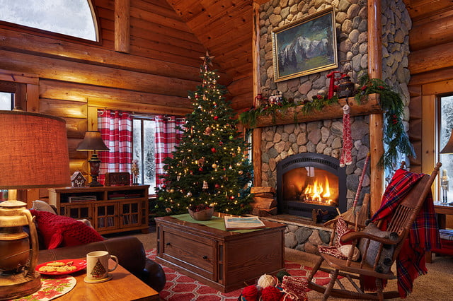 zillow lists and shows off home of santa 2 santas house livingroom 025b