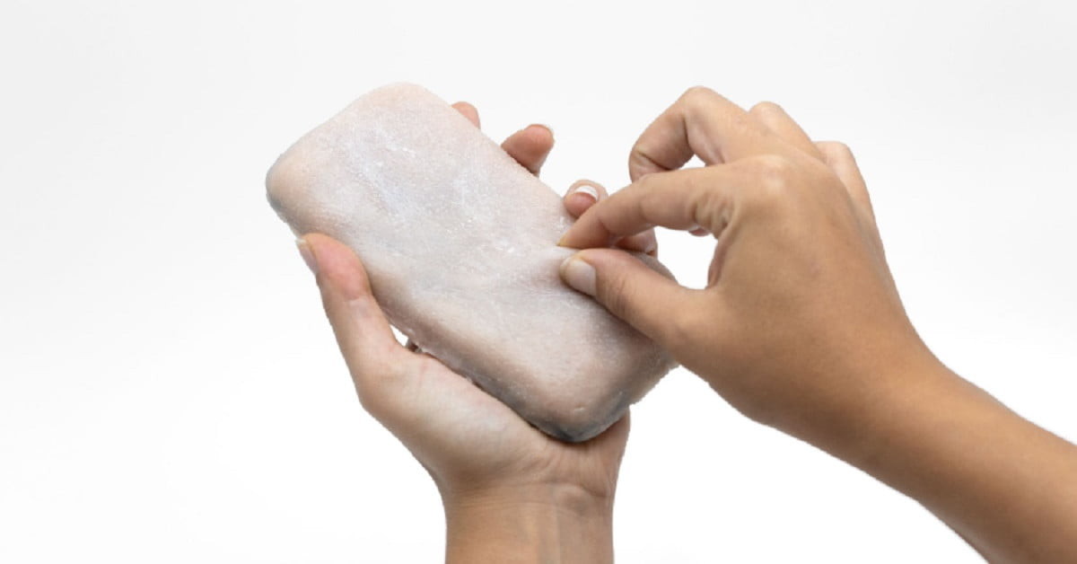 Phone case with artificial skin enables new input gestures