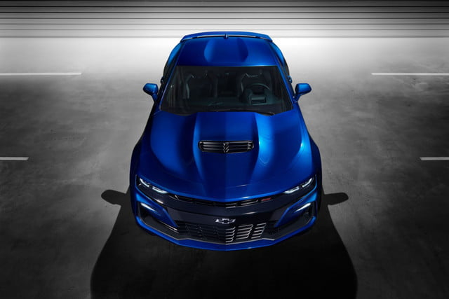 chevrolet camaro 2019 turbo 1le  s grille details and hood fascia vents were de
