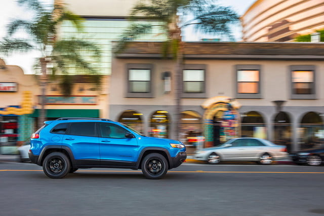 jeep cherokee 2019 prueba grand moving profile press 800x533 c