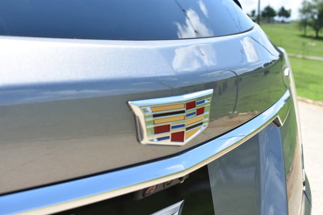 cadillac xt5 2020 rear badge 700x467 c