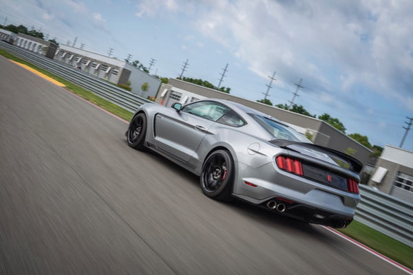 ford mustang shelby gt350r 2020 3 600x400 c