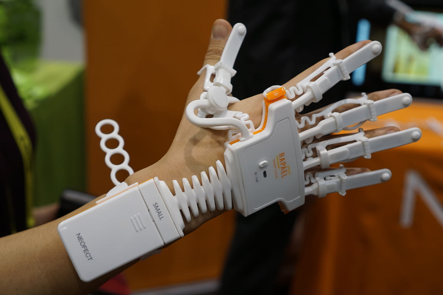 neofect s rapael smart glove may help rehabilitate stroke victims