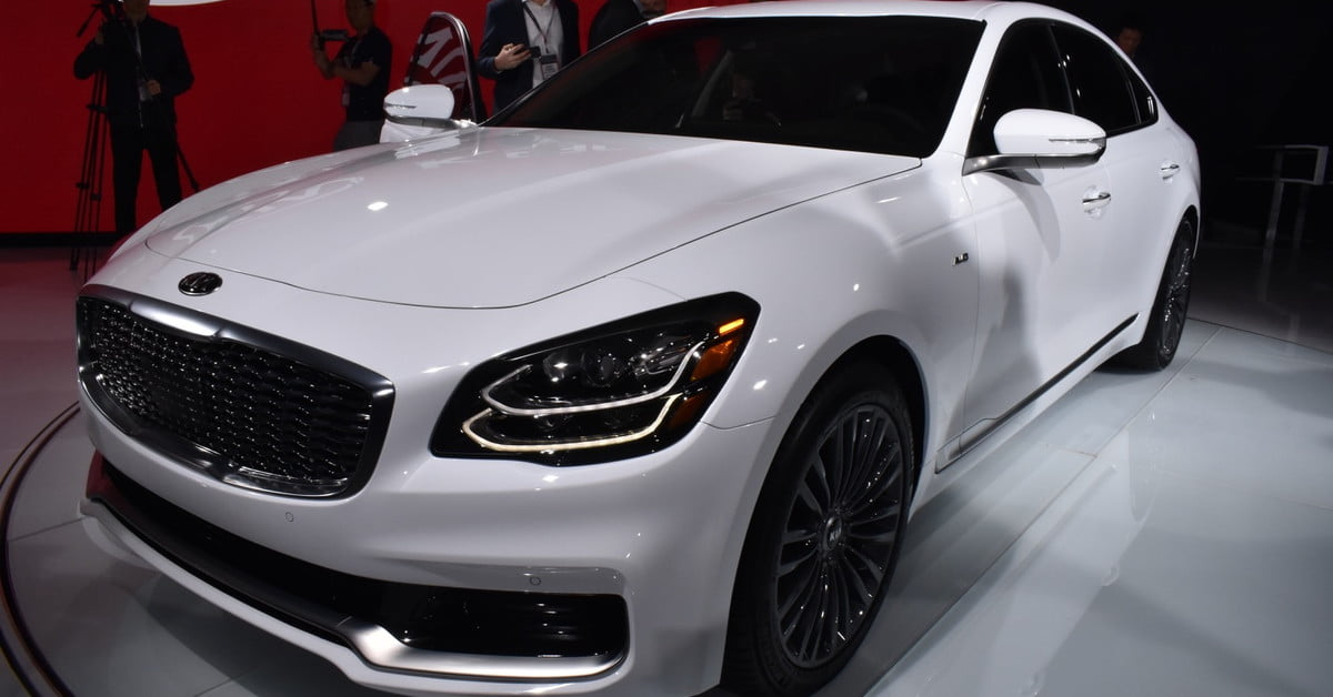 2019 kia k900 luxury sedan debuts at 2018 new york auto show digital trends. Black Bedroom Furniture Sets. Home Design Ideas