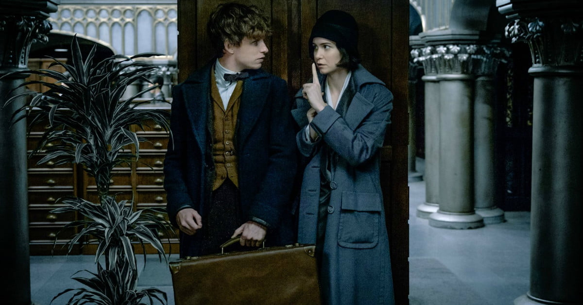 Official 'Fantastic Beasts 2' title and cast photo hint at dark days to come